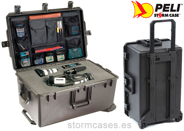 PELICAN STORM CASE iM2975 Person
